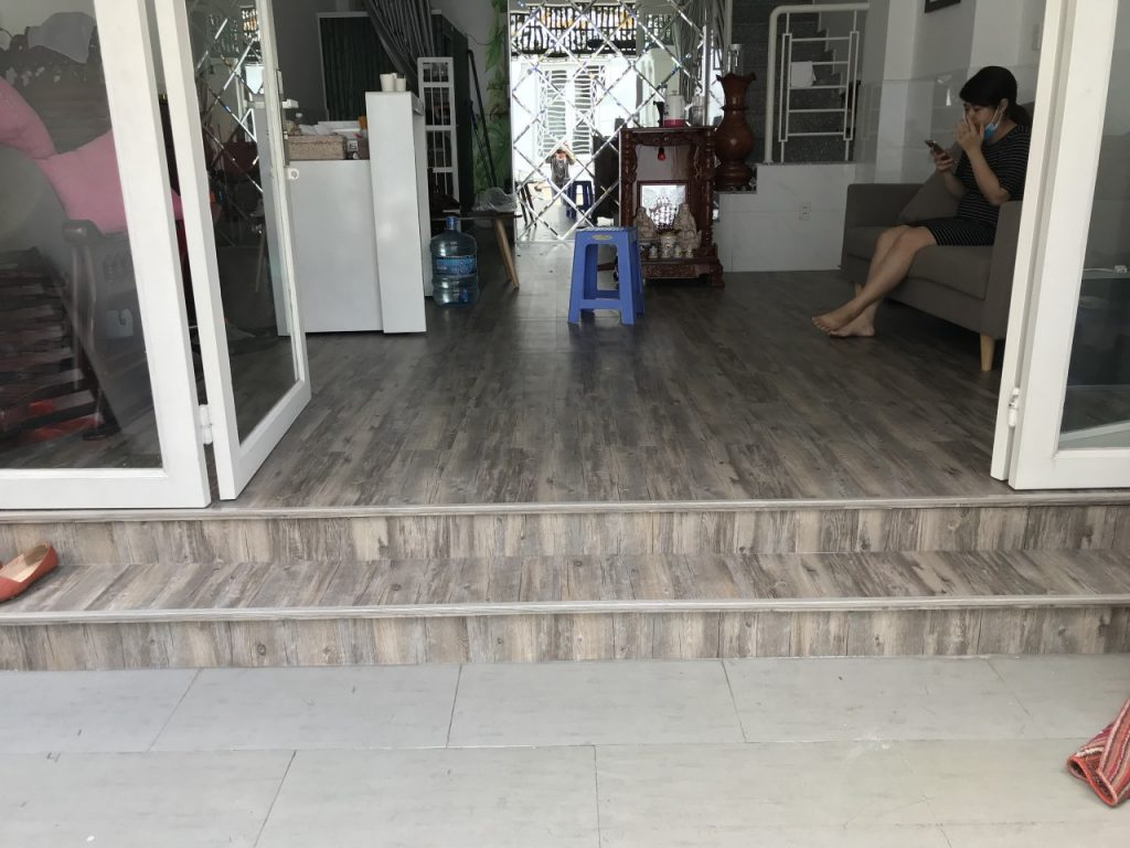 Báo giá sàn nhựa vân gỗ ở TP HCM